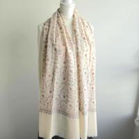 ソズニ刺繍のウールストール:オフホワイト