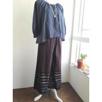 ミャンマーのロンジー用の布で作った ワイドパンツ 黒と紫のストライプ