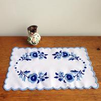ハンガリー刺しゅう シックなカロチャのテーブルセンターキット
