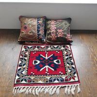 トルコ ドシェメアルトゥの手織り絨毯 オールド  スモールサイズ