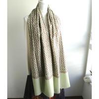 ソズニ刺繍のウールストール:淡緑
