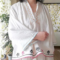 ルーマニア マスタードとミント色の刺繍ブラウス