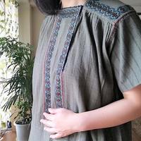 ルーマニア 青緑と茶の刺繍ワンピース  半袖 ダークグリーン