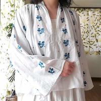 ルーマニア ターコイズブルーの刺繍ブラウス