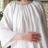 ルーマニア 白の刺繍ワンピース