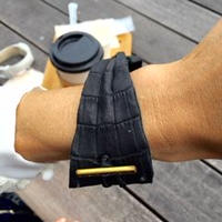 Bracelet using luster without Crocodile leather of  black color