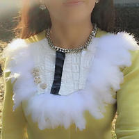 Necklace using white pearl processing Crocodile leather and white feather