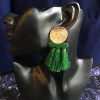 【Selected item】タッセル×ゴールド丸ピアス/green