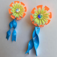 PLASTIC FLOWER  BLUE RIBBON ピアス