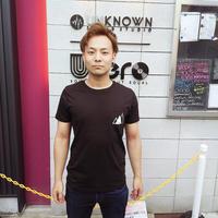 ロゴ胸ポケットT