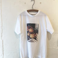 original T shirt / biscuits