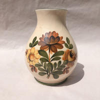 お花柄の花瓶