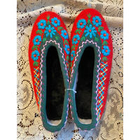 Embroidered room shoes -E