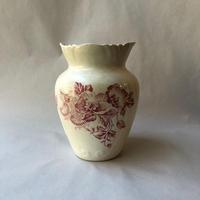赤いお花の花瓶
