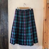 lady's plaid pleats skirt