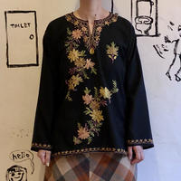 lady's 1970's embroidery tops