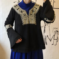 lady's embroidery flare sleeve tops