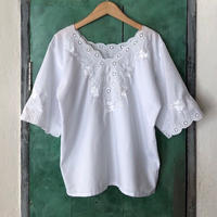 lady's white×white embroidery tops