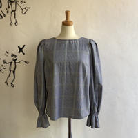 lady's plaid pattern puff sleeve tops