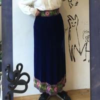 lady's velvet embroidery skirt