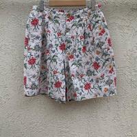 lady's 1990s floral short pants