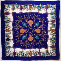 lady's  vase pattern scarf