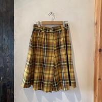 lady's plaid short pants