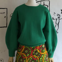 lady's green color volume sleeve knit top