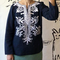 lady's navy×white embroidery tops