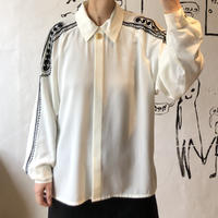 lady's embroidery dolman sleeve blouse