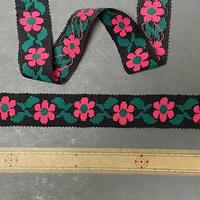ヴィンテージ手芸テープ76・黒地にピンクのお花