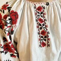 ウクライナ民族衣装14 (大きな赤い花)