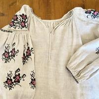 ウクライナ民族衣装26 (ピンクの花)