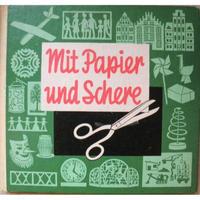 Mit Papier und Schere
