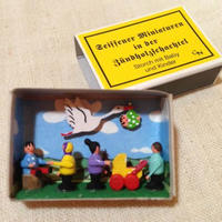 マッチ箱168・コウノトリと赤ちゃんと子ども達
