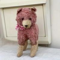 ピンクの犬のぬいぐるみ