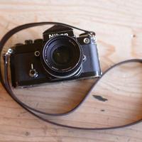 ブラウンの牛革を使ったフィルムカメラ用ストラップ