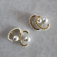 pearl earcuff pierce