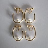 U pearl earring