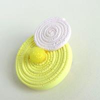 春の装い -ミモザのブローチー