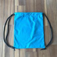 革のナップサック 青×茶色
