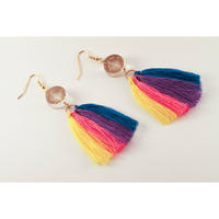4 Colour tassels and a German bead hook earrings/4色タッセルとドイツビーズのピアス