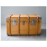 木と革と鉄のアンティークトランク