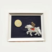 額ブち「地球よりーミクロとマクロー」 月うさぎのブローチ + 乗馬犬の額 /吉丸睦 Mutsumi Yoshimaru