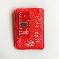 刺繍する犬 / 基板ブローチ 赤 パーツ付き  16Channel Analog Multiplexer