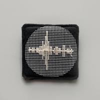刺繍する犬 / 音の波形 (作品の断片としてのブローチ) |正方形  BLACK