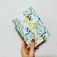 纏うブックカバー『ある晴れた日の草原にて』春・初夏柄【数量限定】