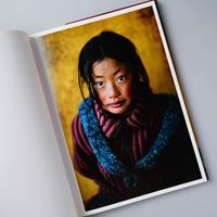 LOOKING EAST / Steve McCurry (スティーブ・マッカリー)
