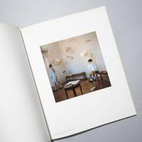 飛ぶ紙 / Bernard Faucon (ベルナール・フォコン)