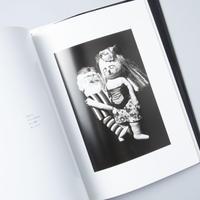 [サイン入/ Signed] 写真絵本 花泥棒 / 写真:細江英公(Eikoh Hosoe)、人形:鴨居羊子(Yoko Kamoi) 、詩:早坂類 (Rui Hayasaka)